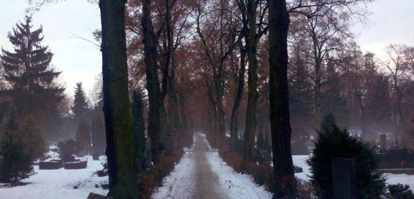 friedhof_schnee_nebel